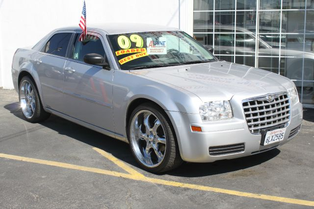 2009 CHRYSLER 300 LX silver air conditioningalloy wheelsamfm radioanti-brake system non-abs