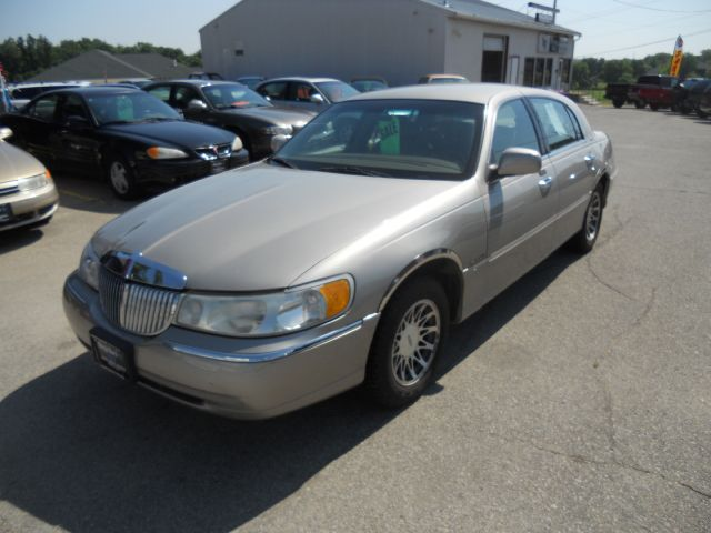 2001 Lincoln Town Car for sale in Marion IA