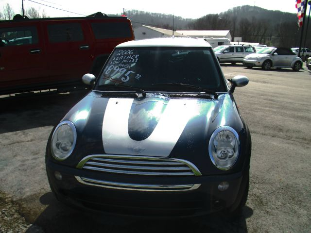 2006 MINI Cooper Base 2dr Hatchback - London KY