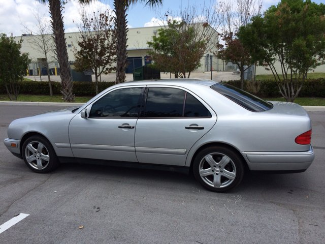Search results for 1998 mercedes benz e320