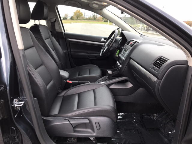 2010 Volkswagen Jetta Limited Edition PZEV 4dr Sedan 5M - Freeport NY