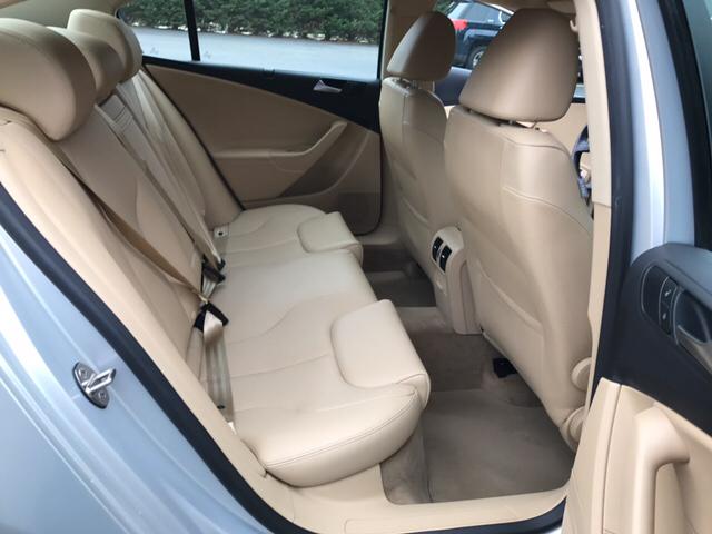 2009 Volkswagen Passat Komfort 4dr Sedan w/ Rear Side Airbags - Freeport NY