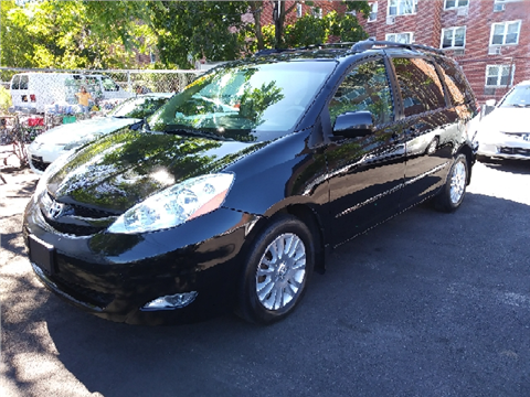 2010 Toyota Sienna for sale in Freeport, NY