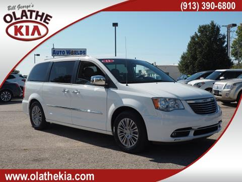 2013 Chrysler Town and Country for sale in Olathe, KS