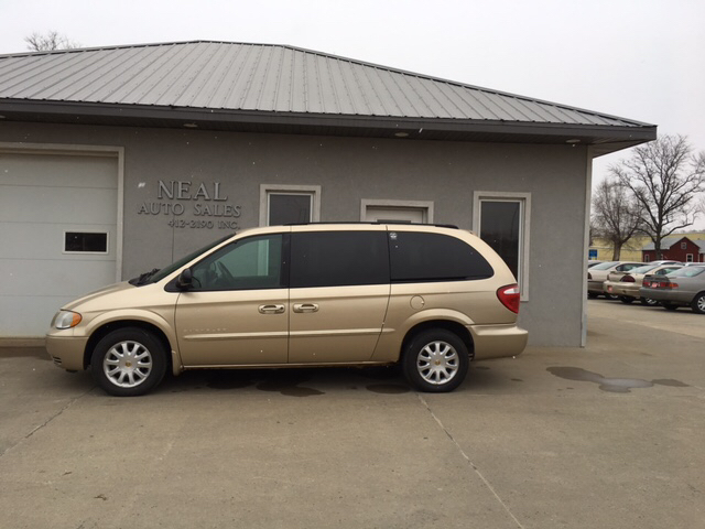 2001 chrysler town and country lx 4dr extended mini van in south sioux city ne neal auto sales. Black Bedroom Furniture Sets. Home Design Ideas