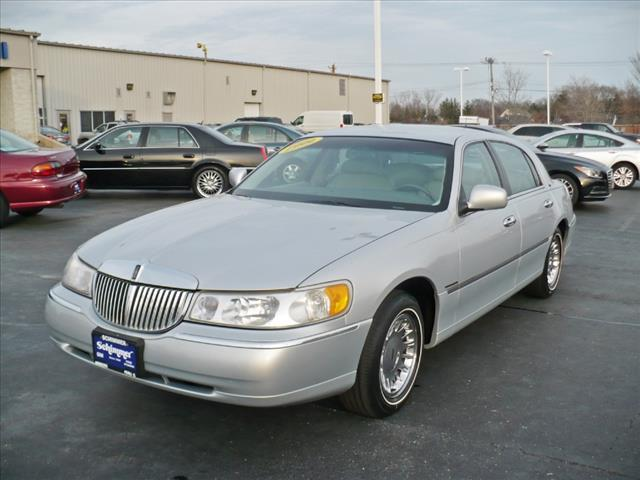 used 1999 lincoln town car cartier in peru il at schimmer. Black Bedroom Furniture Sets. Home Design Ideas
