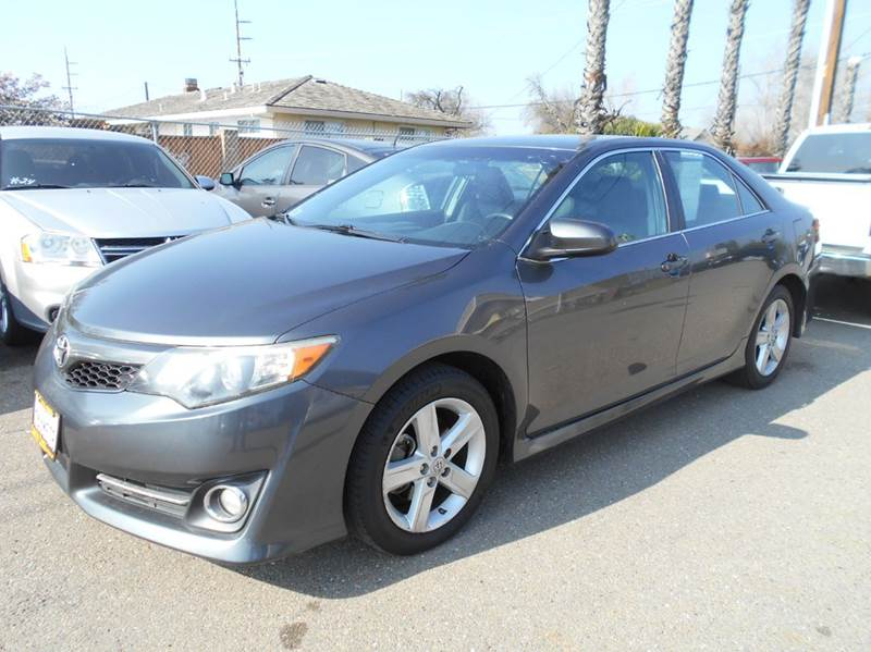 2013 TOYOTA CAMRY SE 4DR SEDAN charcoal 2-stage unlocking doors abs - 4-wheel active head restra