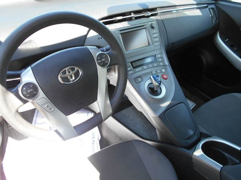 2013 Toyota Prius 4dr Hatchback - Oakley CA