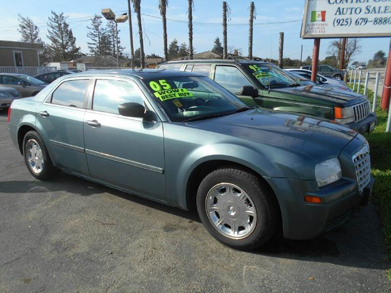 2005 CHRYSLER 300 BASE RWD 4DR SEDAN blue center console - front console with storage clock cru