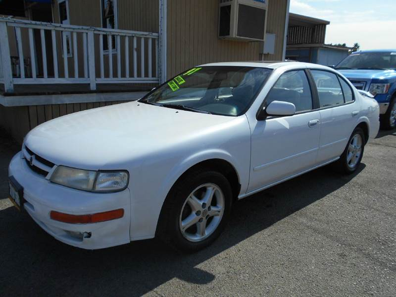 1997 NISSAN MAXIMA SE 4DR SEDAN white antenna type - power cassette center console cruise cont