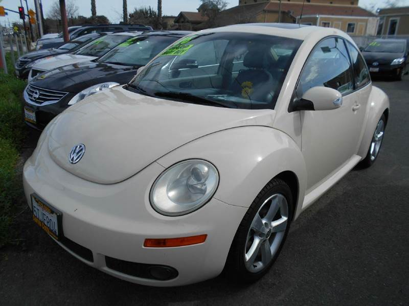 2006 VOLKSWAGEN NEW BEETLE 25 PZEV 2DR HATCHBACK 25L I5 cream abs - 4-wheel active head restr
