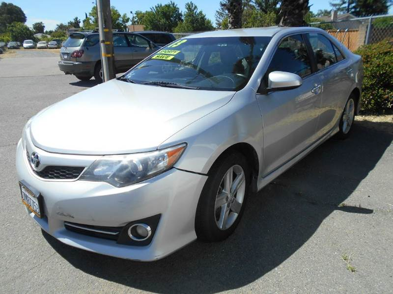 2013 TOYOTA CAMRY SE 4DR SEDAN silver 2-stage unlocking doors abs - 4-wheel active head restrai
