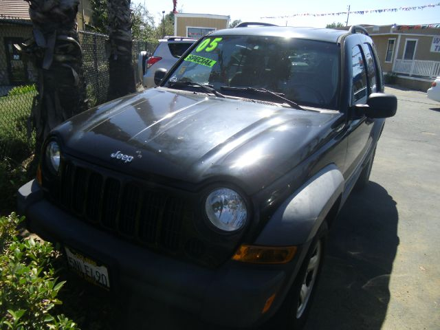 2005 JEEP LIBERTY SPORT 4DR SUV black axle ratio - 410 center console - front console with stora