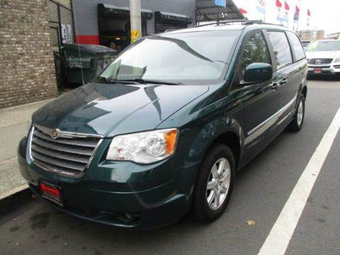 2009 Chrysler Town and Country for sale in Newark, NJ