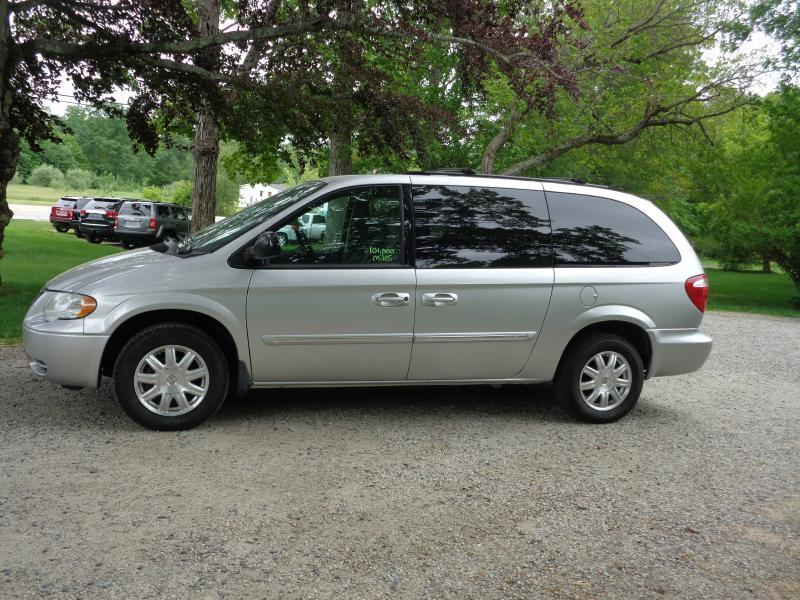 2007 Chrysler Town and Country Touring 4dr Extended Mini-Van - Berwick ME