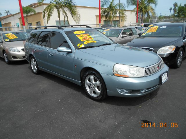2004 SATURN L300 2 gray a loaded family wagon thats great on gas  this 2004 saturn l300 is just
