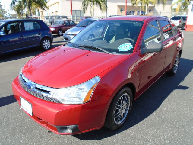2010 FORD FOCUS SE 4DR SEDAN red this red  ready 2010 ford focus se with only 62xxx miles