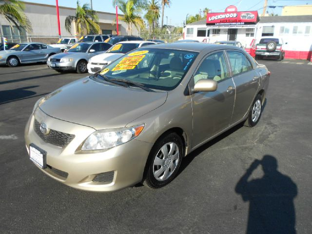 2009 TOYOTA COROLLA LE 4-SPEED AT gold this  2009 toyota corolla is a great car gas saver very