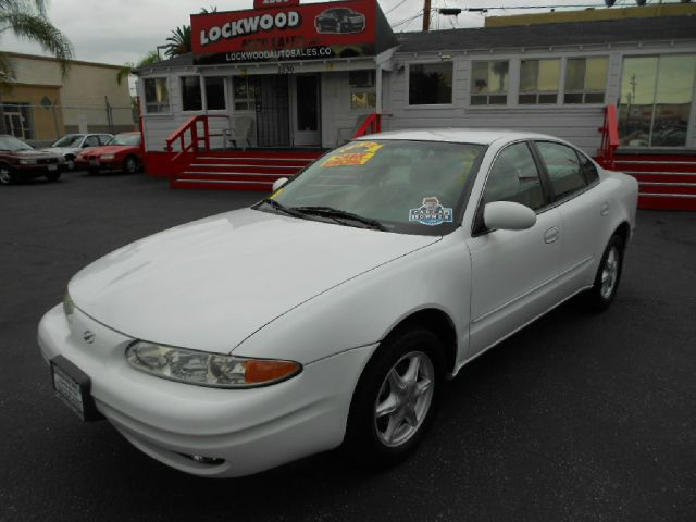 1999 OLDSMOBILE ALERO GL 4DR SEDAN white wow only 60k miles this is the perfect commuter car