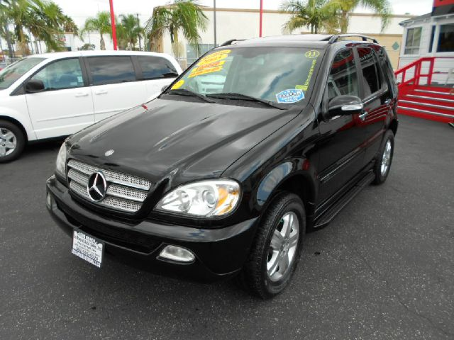 2005 MERCEDES-BENZ M-CLASS ML350 AWD 4MATIC 4DR SUV black this handsome 2002 mbz ml350 is in fanta