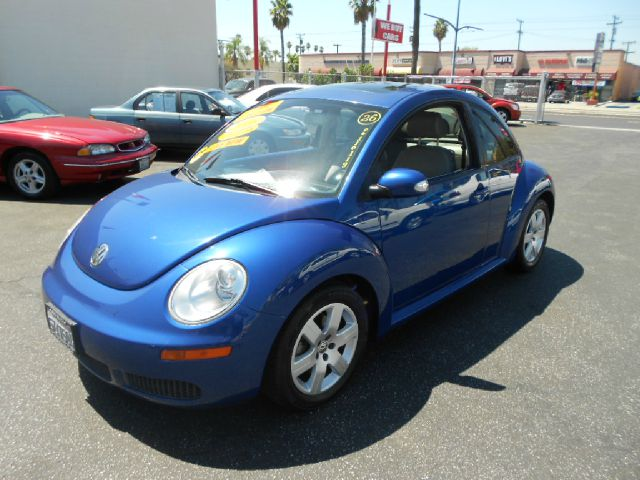 2007 VOLKSWAGEN NEW BEETLE 25 PZEV 2DR HATCHBACK 25L I5 blue this great 2007 vw new beetle is