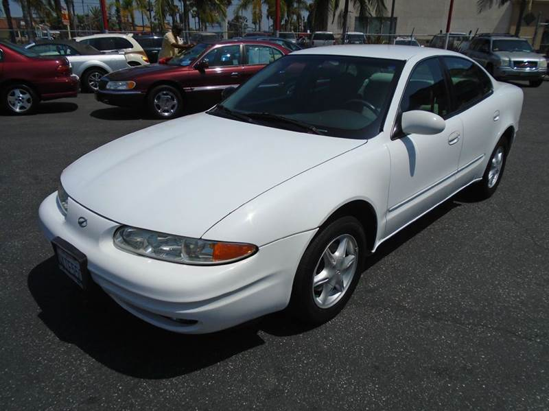 1999 OLDSMOBILE ALERO GL 4DR SEDAN white this snow white 1999 oldsmobile alero is loaded and read