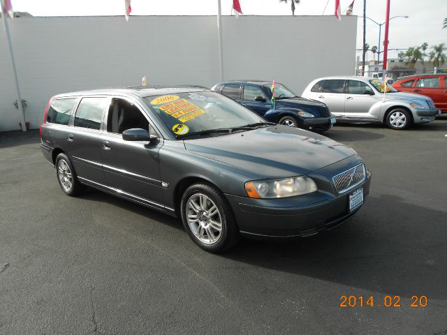 2006 VOLVO V70 24 gray one owner   just got in this sharp clean 2006 volvo v70 wagon runs ex