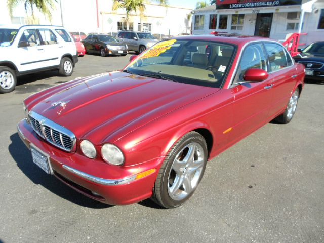 2005 JAGUAR XJ-SERIES XJ8 L 4DR SEDAN burgundy this handsome and luxurious 2005 jaguar xjl is in f