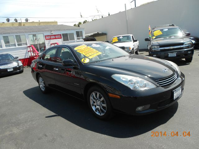 2004 LEXUS ES 330 SEDAN black this 2004 lexus es 330 is a beauty  fresh on the lotone owner