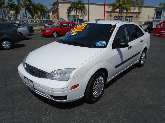 2007 FORD FOCUS ZX4 S 4DR SEDAN white this is the perfect commuter car to own whether you need i