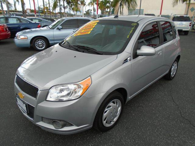 2010 CHEVROLET AVEO AVEO5 LS 4DR HATCHBACK silver wow a 2010 chevrolet aveo 5  that is loaded and