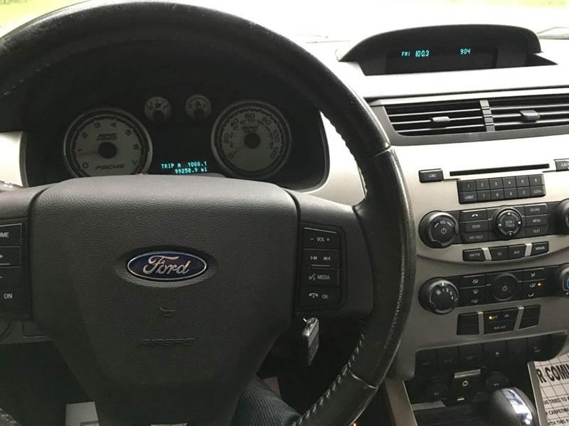 2009 Ford Focus SES 4dr Sedan - Janesville MN