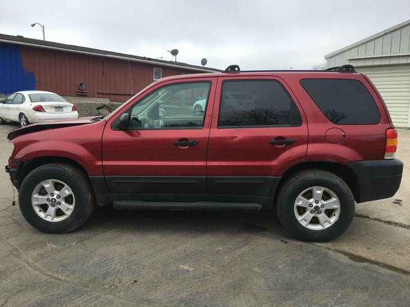 2005 Ford Escape AWD XLT 4dr SUV - Janesville MN