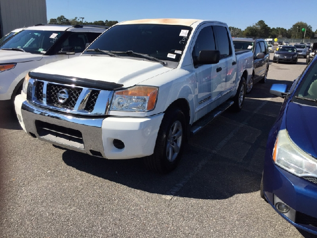 2009 NISSAN TITAN SE FFV 4X2 CREW CAB SHORT BED 4D white 2-stage unlocking doors abs - 4-wheel