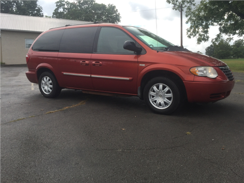 2006 Chrysler Town and Country for sale in Corryton, TN
