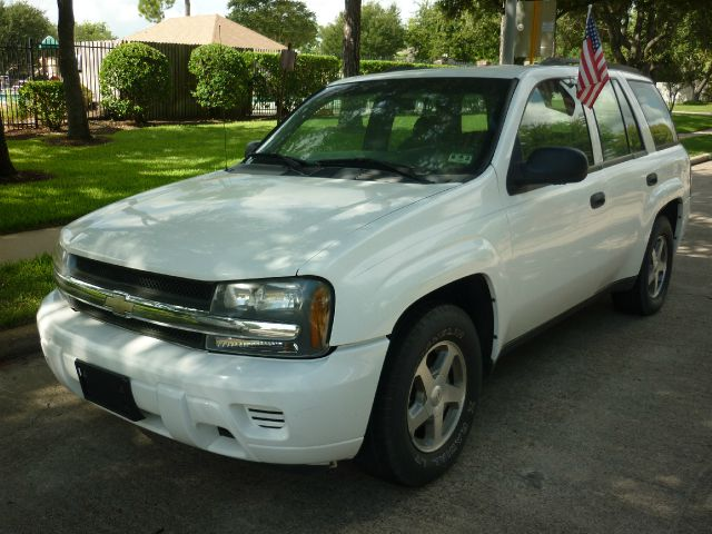 2004 Chevrolet TrailBlazer Click here for details
