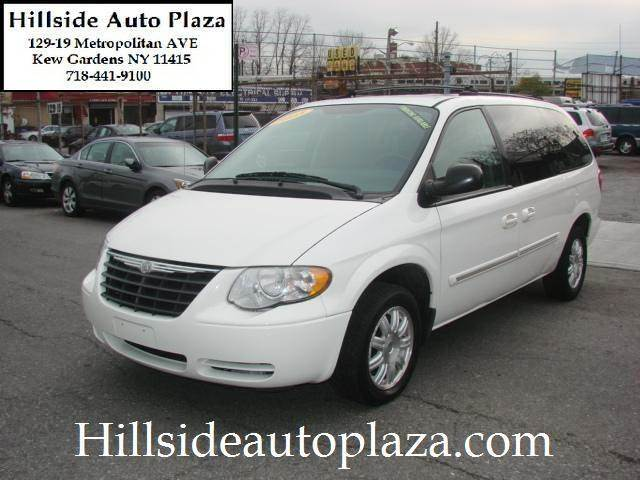 2005 Chrysler Town and Country for sale in KEW GARDENS NY
