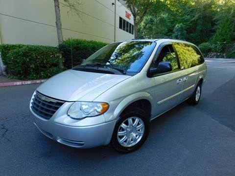 2006 Chrysler Town and Country for sale in Kirkland, WA
