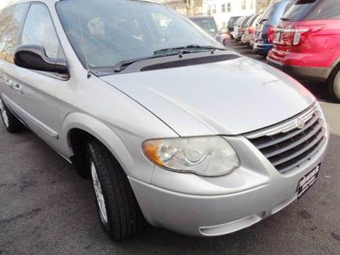2005 Chrysler Town and Country for sale in Newark, NJ