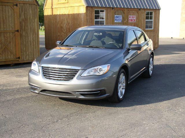 2013 Chrysler 200 for sale in Farmer City IL