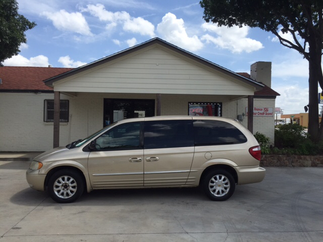 2001 chrysler town and country lxi 4dr extended mini van in fort worth tx russell smith auto. Black Bedroom Furniture Sets. Home Design Ideas