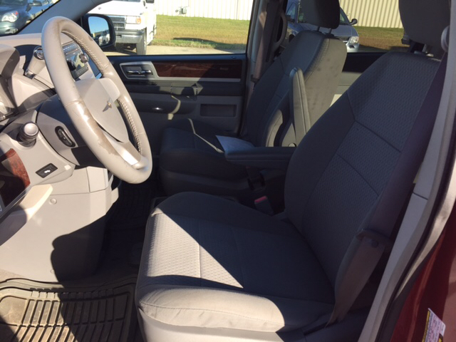2009 Chrysler Town and Country Touring Mini-Van 4dr - Roseau MN