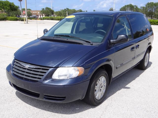 used 2007 chrysler town and country base 4dr minivan in lantana fl at international fine cars. Black Bedroom Furniture Sets. Home Design Ideas