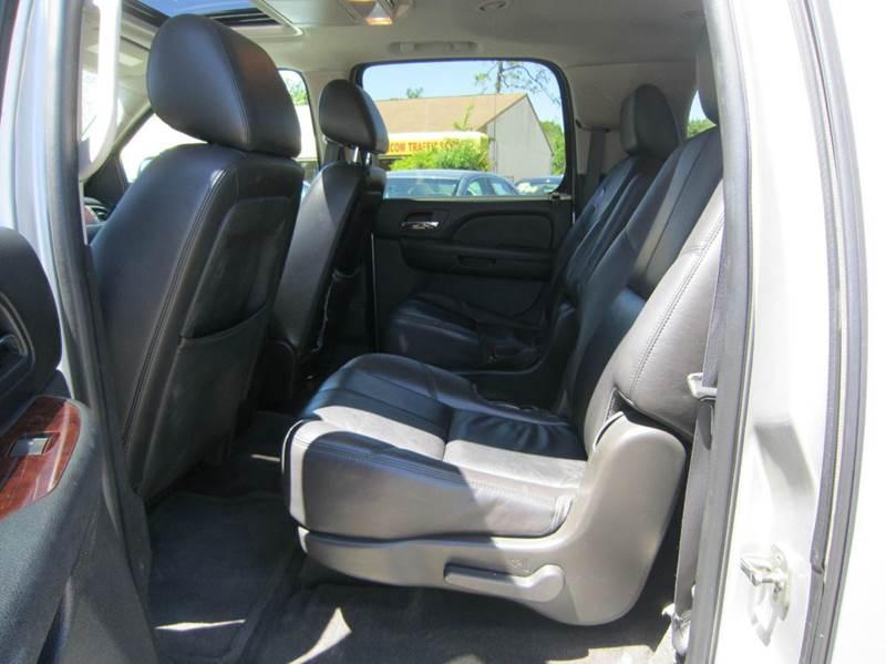2011 Chevrolet Suburban LT 1500 4x4 4dr SUV - Longwood FL