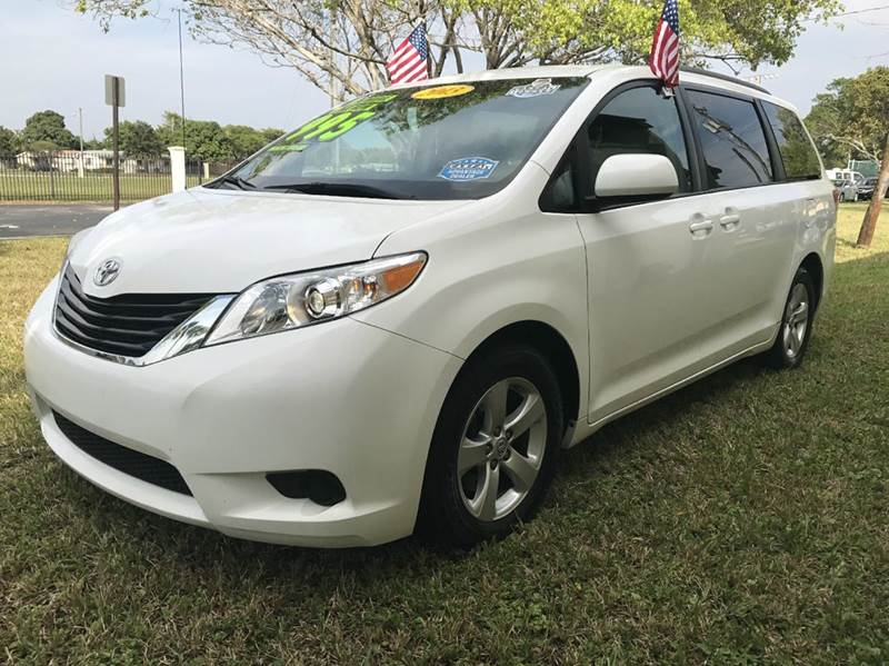 2013 TOYOTA SIENNA XLE 8-PASSENGER 4DR MINI VAN whi 2013 toyota sienna le xle this vehicle is ext
