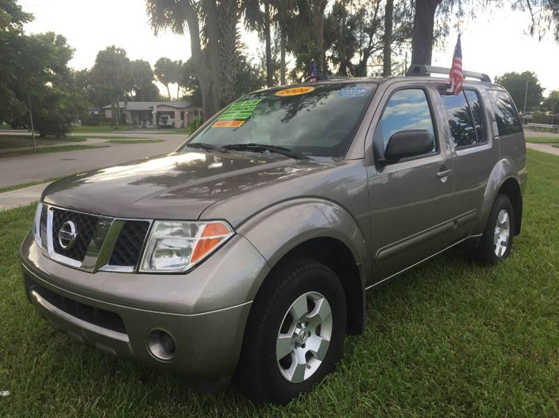 2006 NISSAN PATHFINDER SE 4DR SUV gray amfm cd ipodiphone connections  no accidents clean