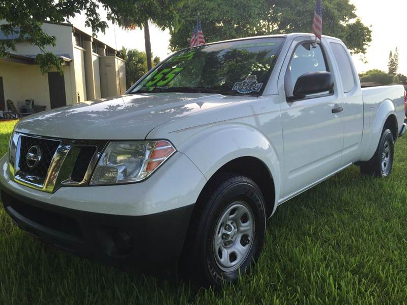 2012 NISSAN FRONTIER SV 4X2 4DR KING CAB PICKUP 5A whi this vehicle is extermely clean you can no