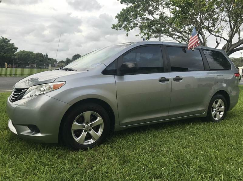 2011 TOYOTA SIENNA XLE 8 PASSENGER 4DR MINI VAN gray 2011 toyota sienna le xle this vehicle is ex