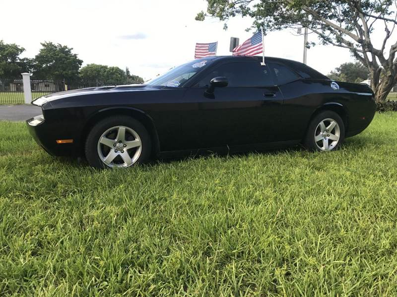 2010 DODGE CHALLENGER SE 2DR COUPE black 2010 dodge challenger  leather seats 1 owner  this vehic