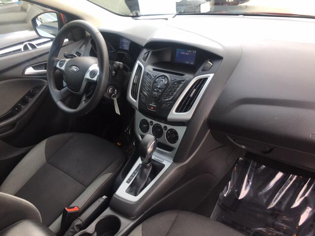 2013 Ford Focus SE 4dr Sedan - Davis CA